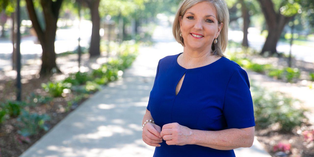 https://mereditheicher.com/wp-content/uploads/2020/03/Meredith-Eicher-Executive-Coach-5-1-1280x640.jpg